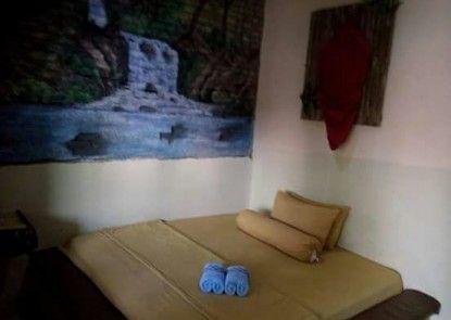 Royyan Inn - Backpacker Hostel Kualanamu Kamar Tamu