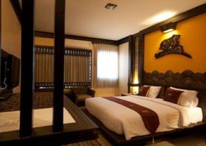 Ruean Phae Royal Park Hotel