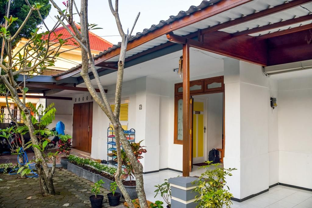 Rumah Larasati  (Full Aircon), Malang