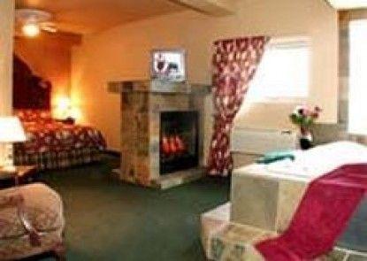 Rundle Mountain Lodge Teras