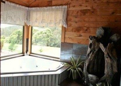 Rustic Hut Bush Retreat