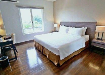 Samala Hotel Jakarta Cengkareng Teras