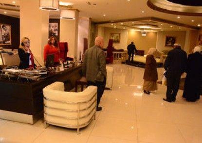 Sandy Le Oriental Hotel