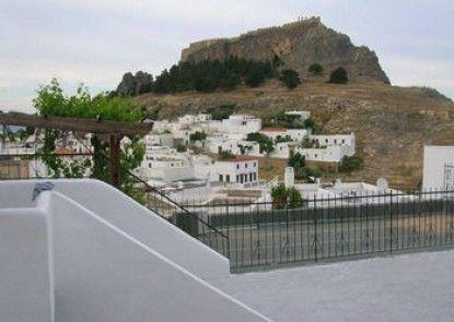Sarris Studios & Apartments
