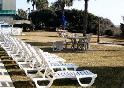 Schooner Beach And Racquet Club Teras