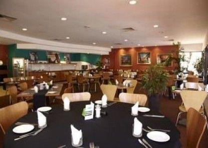 Seasons Hotel Newman