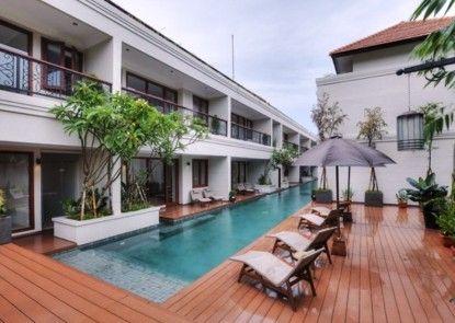 Seminyak Lagoon All Suites Hotel Kolam Renang