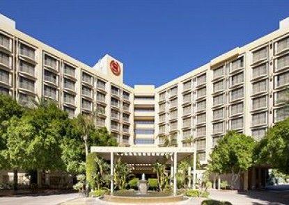 Sheraton Crescent Hotel Teras