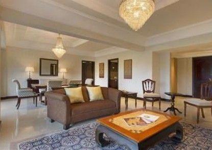 Sheraton Mustika Yogyakarta Resort and Spa Teras