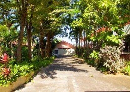 Sichang Shine Khao Resort
