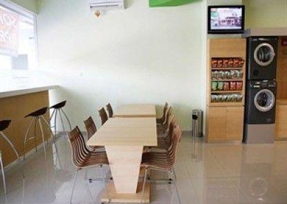 Simple Inn Solo Interior