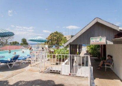 Sky View Beach Studio - Montego Bay Club