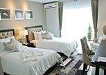 Pesan Kamar Luxury Room di SN Plus Hotel