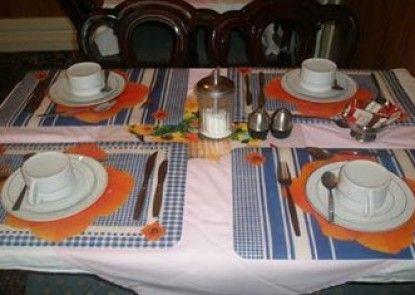 Somerville Hotel Teras