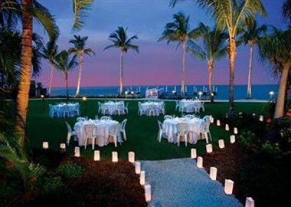 South Seas Island Resort Teras