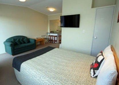 Spinnaker Motel