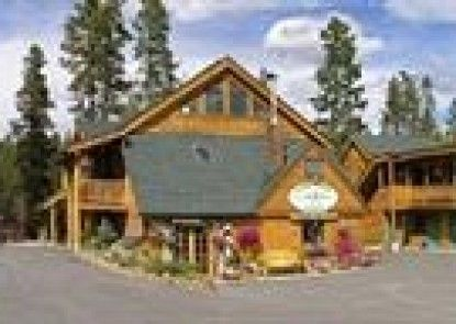 Spirit Lake Lodge and Snowmobile Rentals Teras