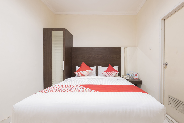 OYO 317 New Legend Hotel, Makassar