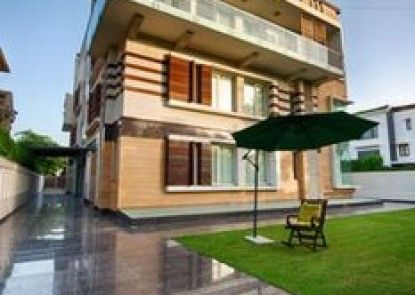 Stately Suites NH 8
