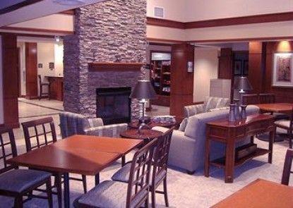 Staybridge Suites Kalamazoo Teras