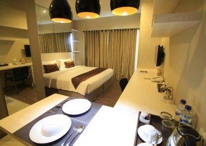 Student Park Hotel Apartment Yogyakarta Kamar Tamu