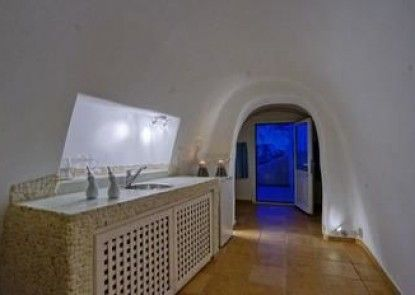 Suites of the Gods Cave Spa Hotel