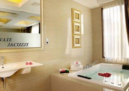 Sun Boutique Hotel Kuta Managed By Bencoolen Jacuzzi