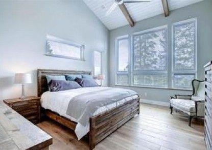Sunrise Ski Haus Christie Heights by Pinnacle Lodging
