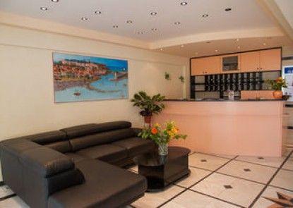 Sunrise Studios & Apartments