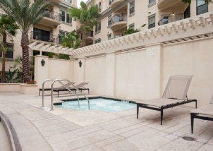 Sunshine Suites at 909 West Temple Street