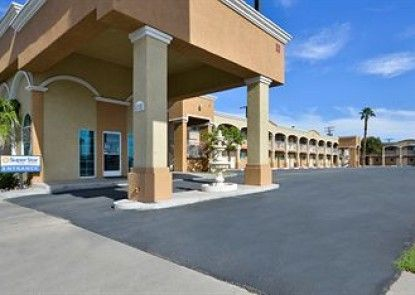 Super Star Inn and Suites