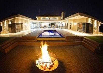 Swanlake Luxury Accommodation