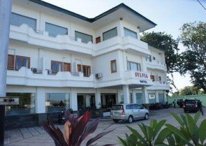 Sylvia Hotel Maumere Teras