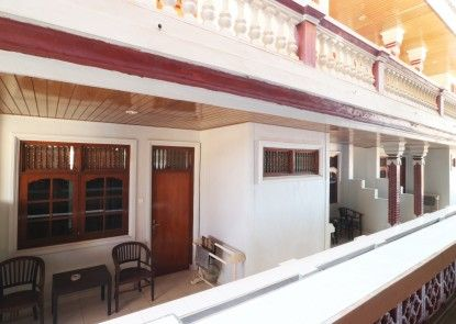 Taman Mekar Beach Inn Teras