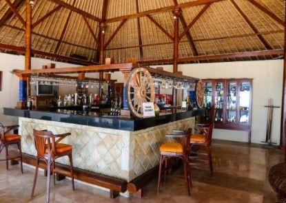 Tanjung Lesung Beach Hotel & Villa Bar