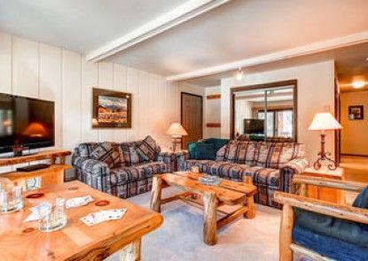 Tannenbaum Condominiums by Ski Country Resorts
