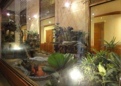 Taoyuan Hua Yue Hotel