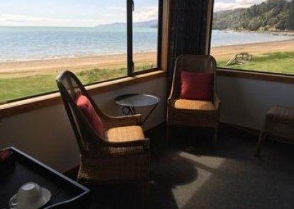 Te Puru Beach Lodge