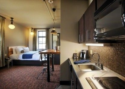 The Brewhouse Inn & Suites Teras