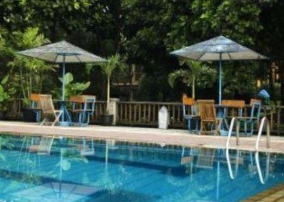 The Cipaku Garden Hotel Kolam Renang