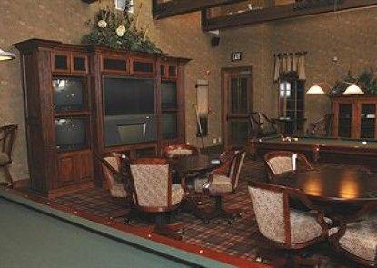 The Club At Big Bear Village Teras