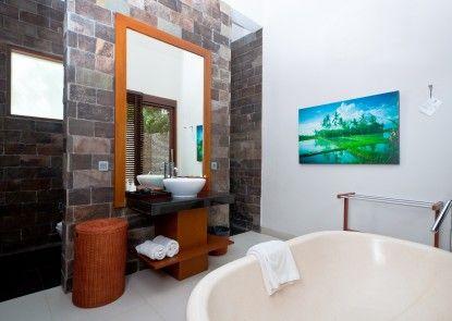 The Dipan Resort Petitenget Kamar Mandi
