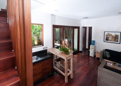 The Dipan Resort Petitenget Ruang Tamu