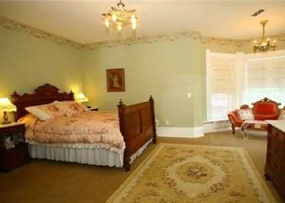 The Edgar Olin House Bed and Breakfast Teras