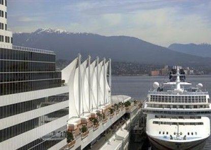 The Fairmont Waterfront Teras
