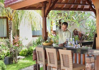 The Grand Bali Nusa Dua Bar Tepi Kolam