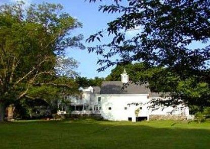 The Inn on the Horse Farm Teras