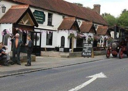 The May Garland Inn Teras