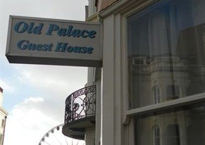 The Old Palace Guest House Teras