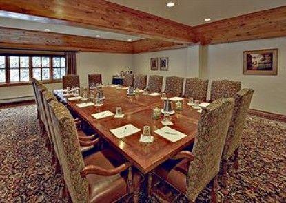 The Pines Lodge, A RockResort Teras